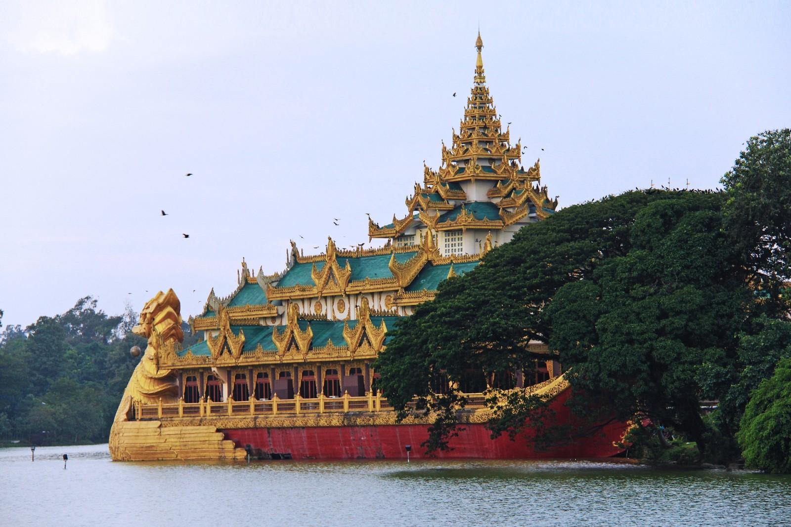 Kandawgyi lake Temple, Yangon, Myanmar, Pixabay.com