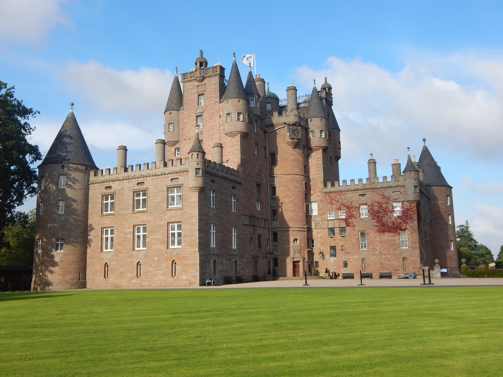 Glamis Castle, Scotland, Uk, Pixabay.com