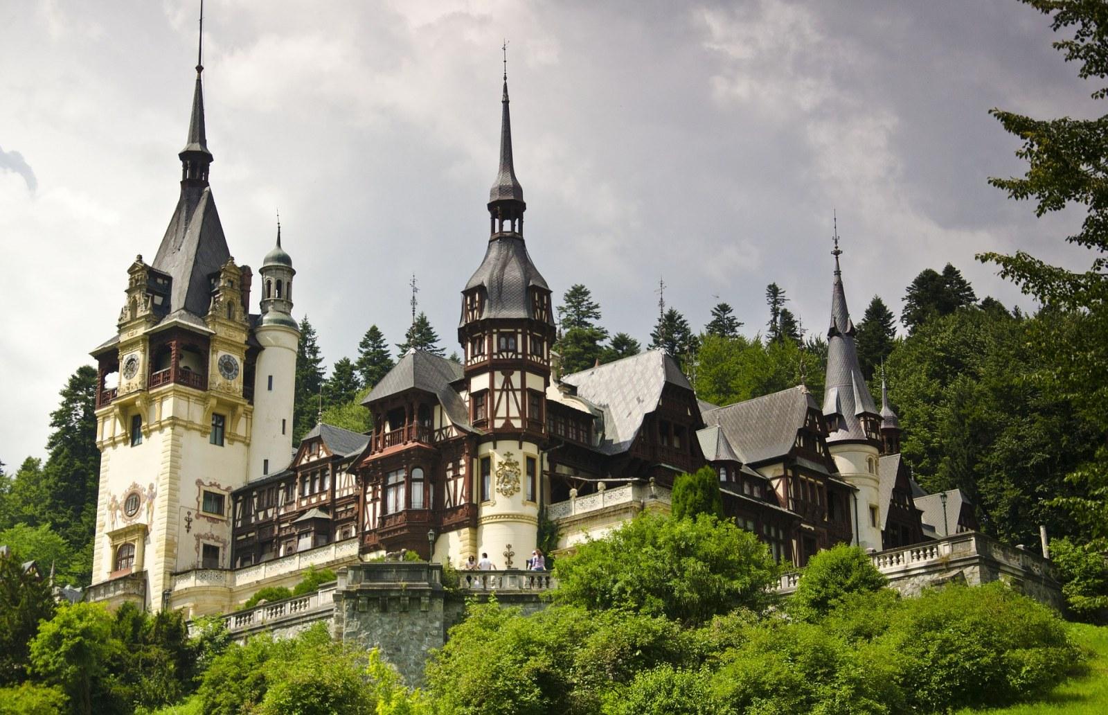 peles-castle, Sinaia, Romanian, Pixabay.com